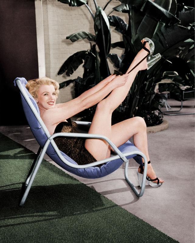 FW0325 Marilyn Monroe in Bathing Suit with Leg Up 1949.jpg