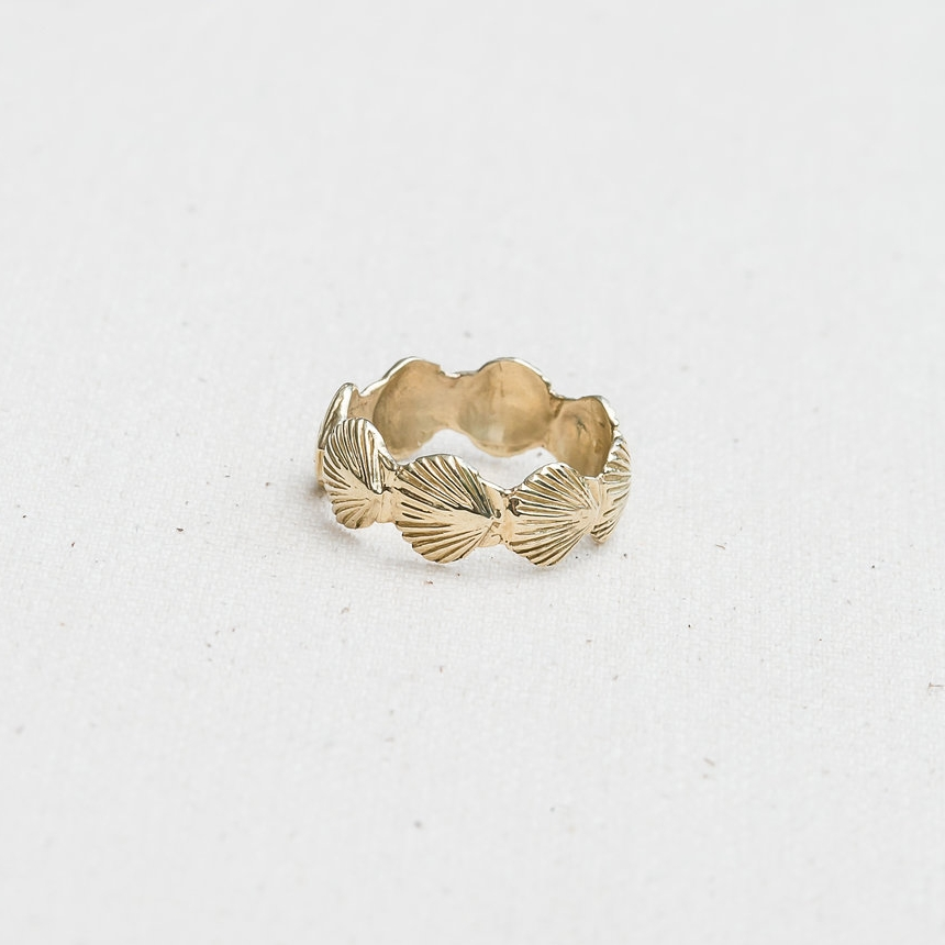 ETERNITY SCALLOP RING