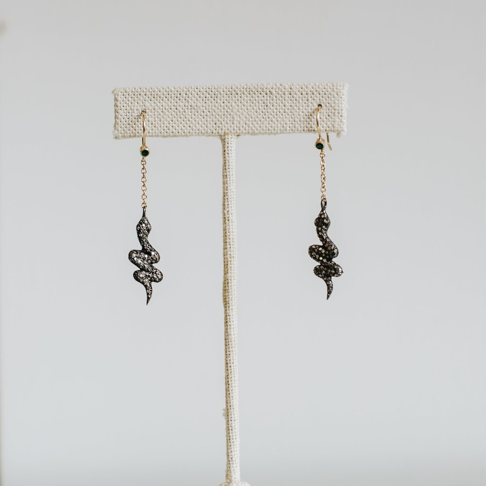 SCALLOP DROP EARRINGS