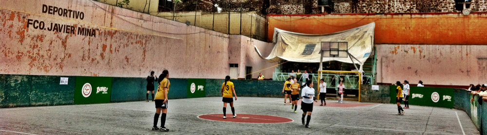 Mexican futbolistas play in Mexico City