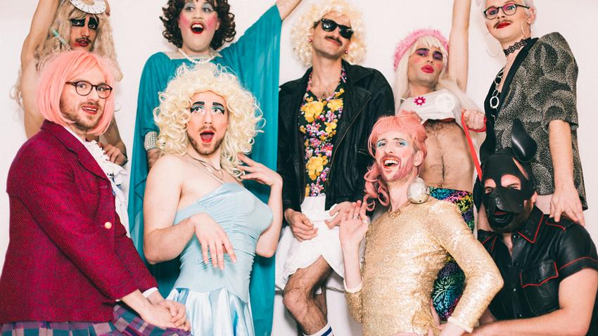 i-D Magazine - The Real Housewives of Neukölln machen trash-drag, den es so noch nicht gegeben hat