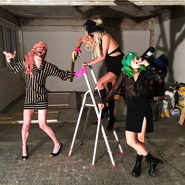 KAKE is getting ready for you, are you ready for KAKE?  The Housewives have moved to our own performance space and can't wait to show it to you this Friday at our show #CONTEMPORARYART  KAKE is at Ziegrastraße 11 - Room 101  #kake #therealhousewivesofneukölln #Trhon #moving #new #venue #get #ready #trashdrag
