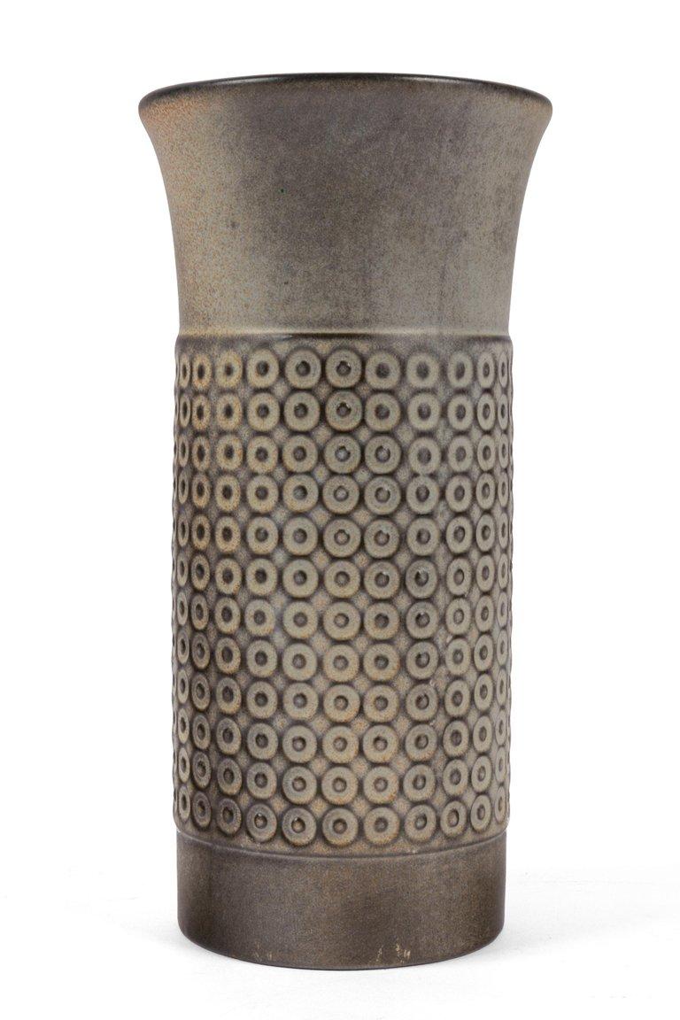 Embossed_Cylindrical_Vase_E_master.jpg
