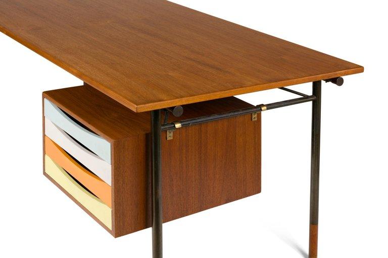 Mid_Cent_Desk_E_master.jpg