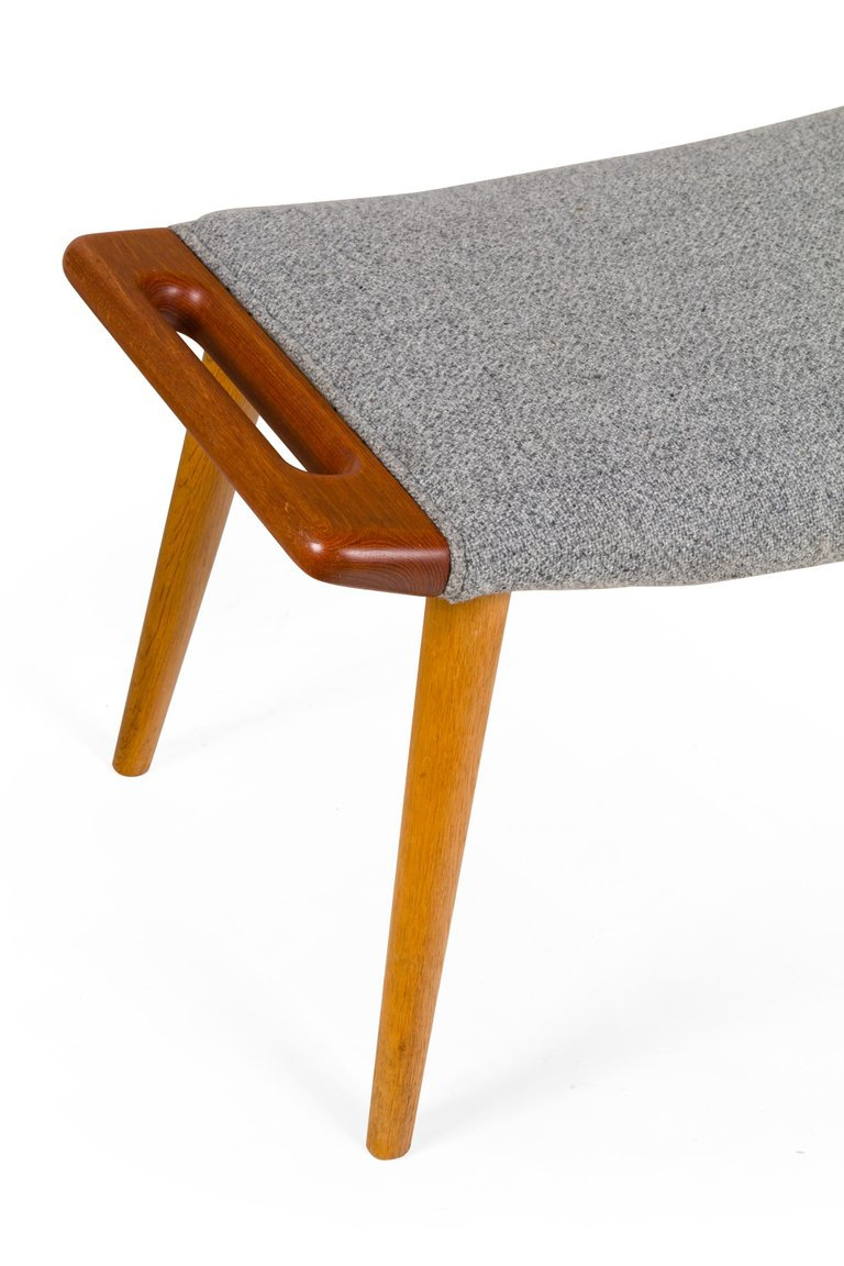 Wagner_Chair_and_Ottoman_G_master.jpg