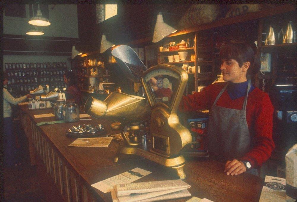 Pike_Place_Market_-_Starbucks_circa_1977A-1024x695.jpg