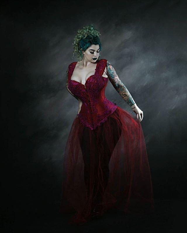 Model/Mua @jessigraybeauty  Hair @elliemortonhair  Designer @crimsonrosecorsetry  Studio @epic_exposure