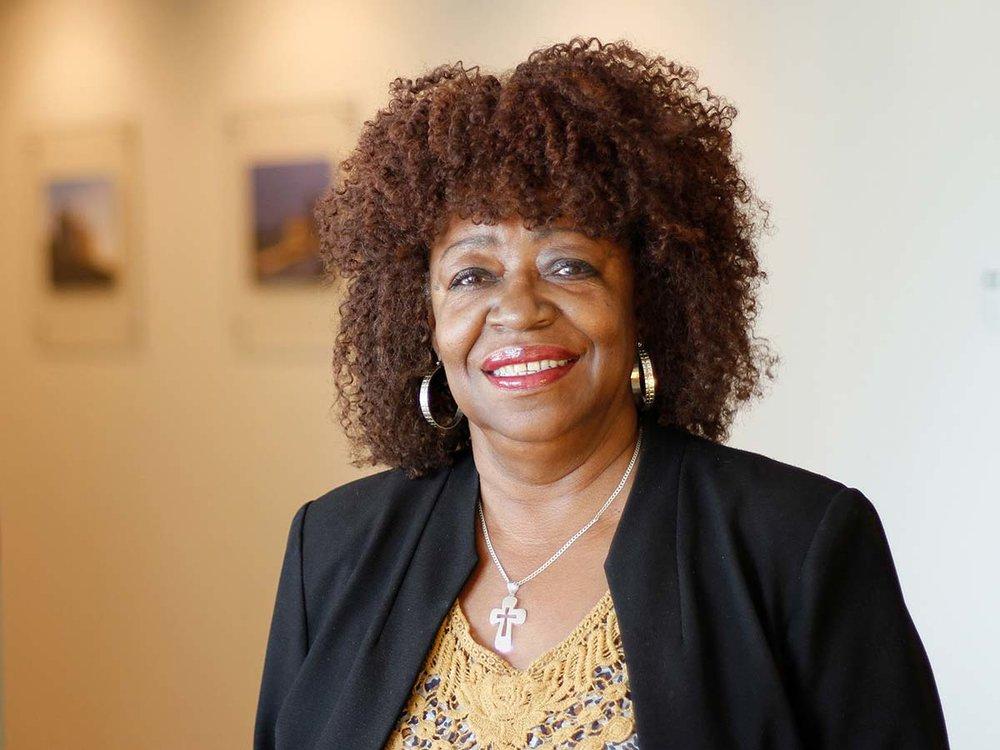 <strong>Debra Milline</strong></br><em>Receptionist</em>|team administration