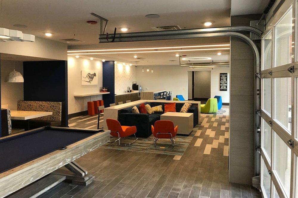 Metropolitan_Lounge.jpg