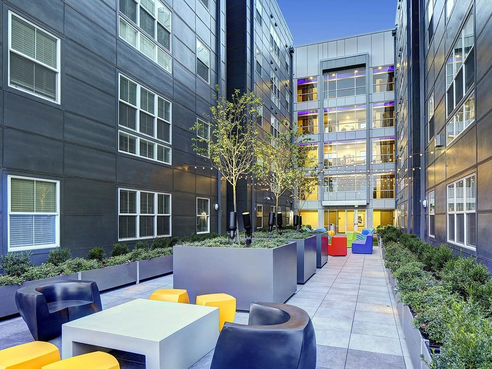 The Suites at Third</br><em>Champaign, Illinois</em>|offcampusstudenthousing architecture
