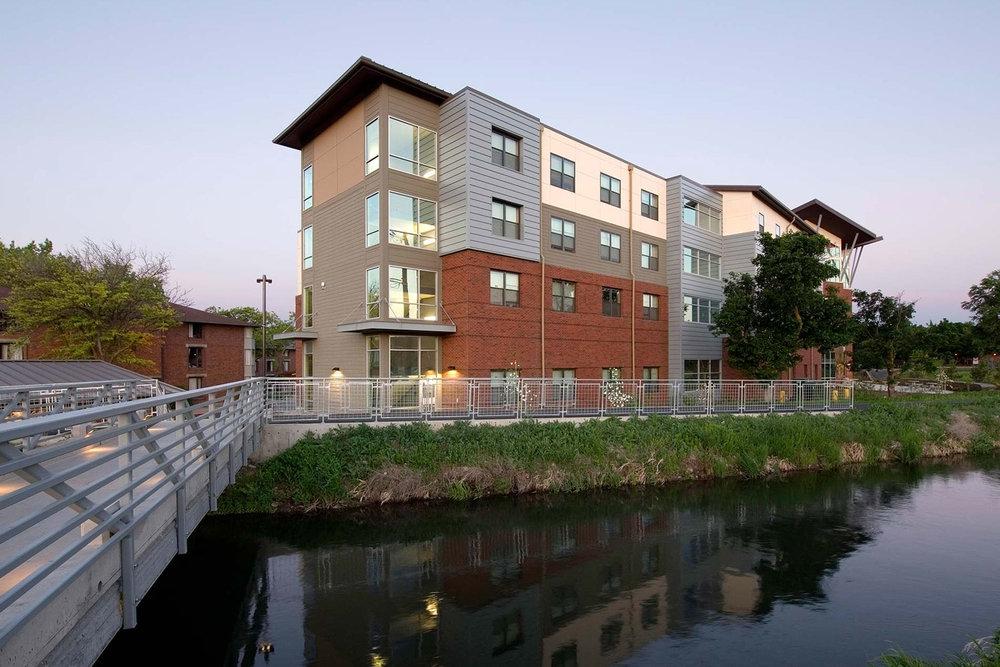 Central Washington University - Barto Hall</br><em>Ellensburg, Washington</em>|residencehalls