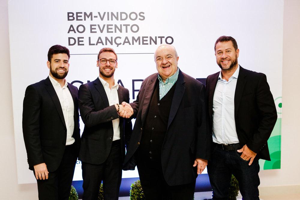 Os sócios do iCities Caio Castro e Roberto Marcelino ao lado do prefeito de Curitiba, Rafael Greca, e do dirigente da FIRA Barcelona, Victor Moreno