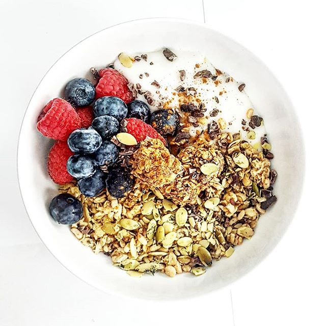 Oh hey there you delicious little snack you!😉 #yum . Check the TAGS to create this simple power packed bowl of goodness!🌿