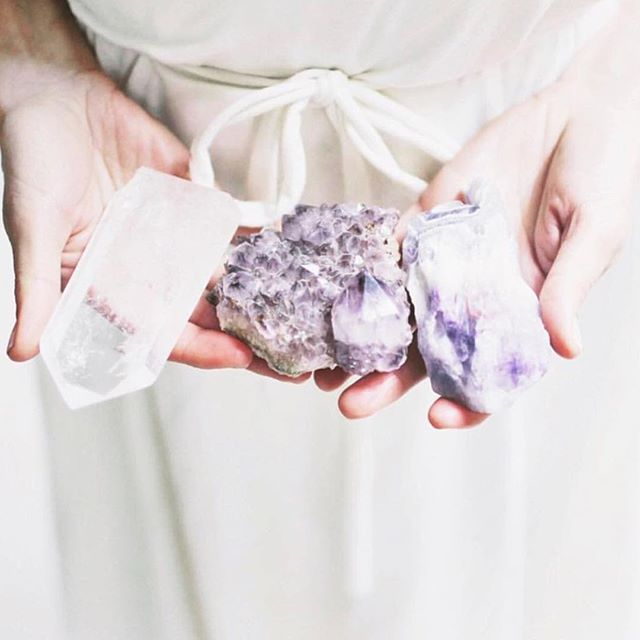 Crystal charged hands for your Midheaven Massage ✨ Thanks for your lovely image @localrose