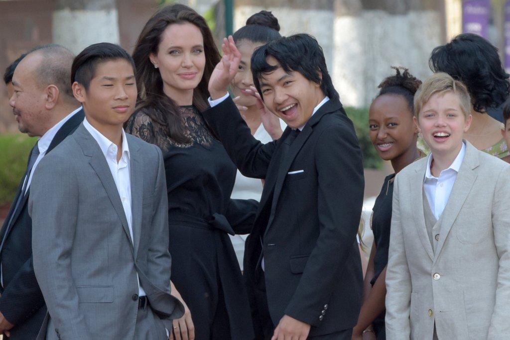3ce63d2b5e2c Angelina Jolie in Danger of Losing Children!