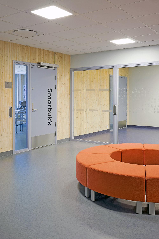 Planforum Arkitekter_Ytre Enebakk skole_Foto Eli Haugen Sandnes_Garderobe 03.jpg