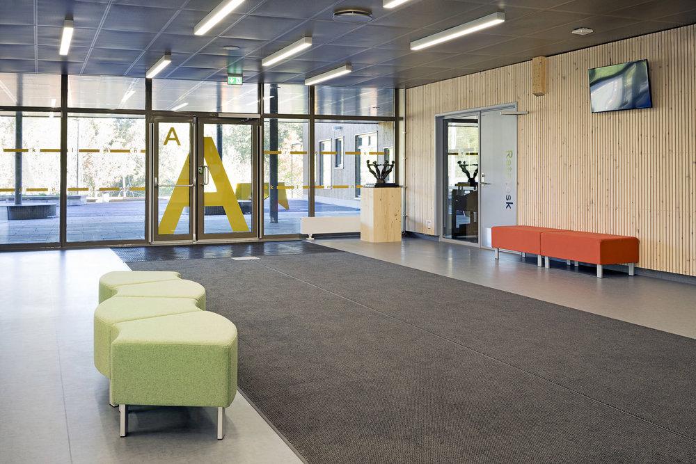 Planforum Arkitekter_Ytre Enebakk skole_Foto Eli Haugen Sandnes_Vestibyle 02.jpg