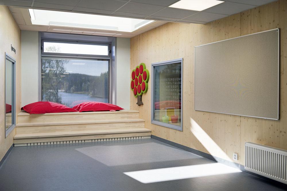 Planforum Arkitekter_Ytre Enebakk skole_Foto Eli Haugen Sandnes_Garderobe 08.jpg