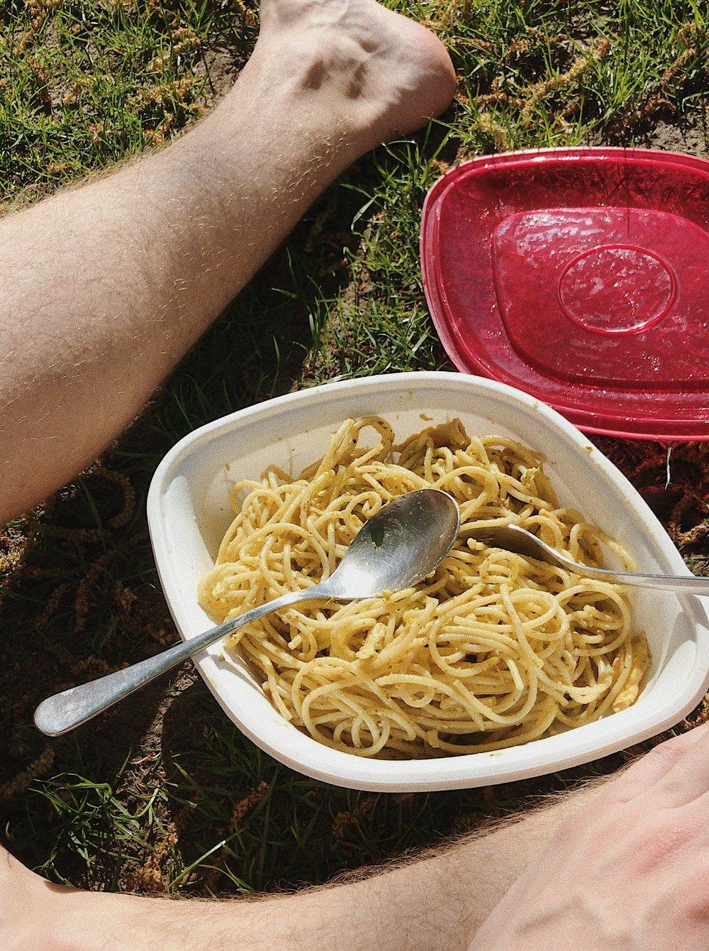 Pasta Pesto mit Rührei, selber gemacht, aber in einer Dose von Vapiano :D