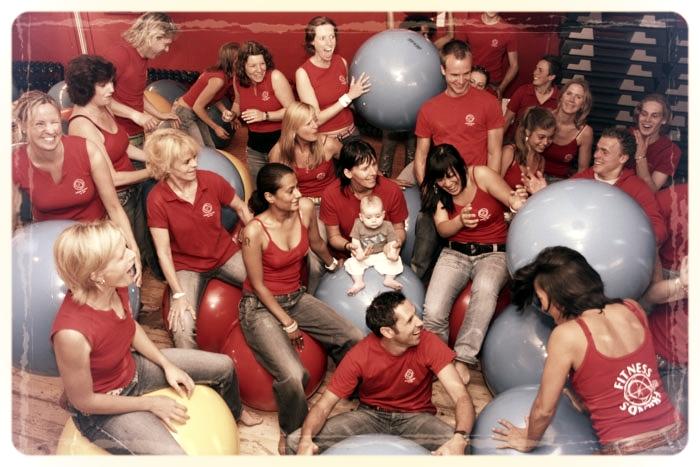 Wekelijks geven meer dan 30 instructors fitnessbegeleiding en groepslessen.