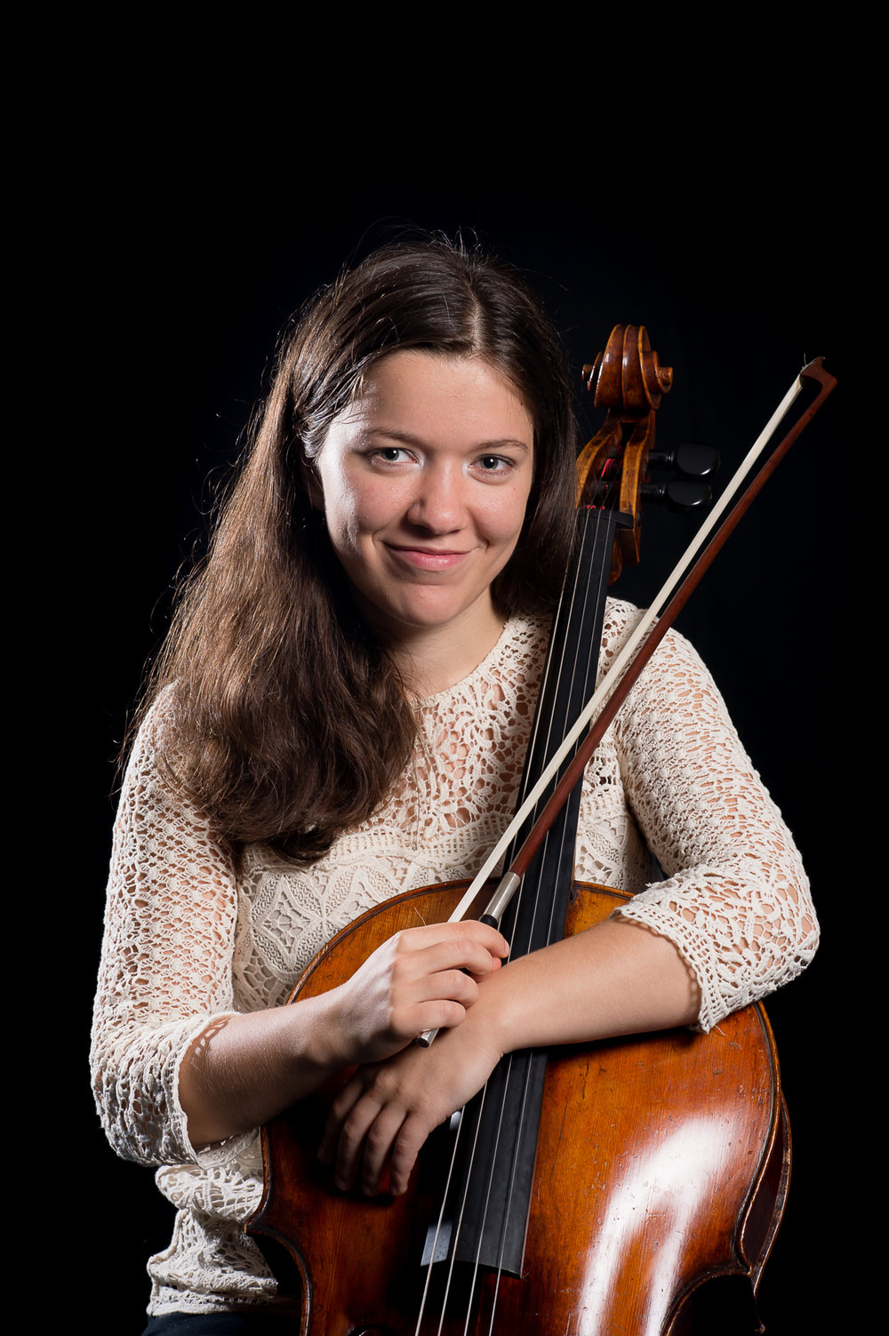 Anastasia Feruleva - The cellist Anastasia Feruleva was born in 1992 in Arkhangelsk, Russia. She has performedin her native country from early childhood on, and her concert engagements have taken her since also to Norway, Finland, Germany, Italy, France, Belgium, Romania and the Netherlands, where she has finished her bachelor degree with Larissa Groeneveld at the RoyalConservatoire in The Hague with 10 with distinction. In February 2018 she has finished her master studies cum laude with Troels Svane at the Hochshule für Musik Hanns Eisler inBerlin.As a soloist, Anastasia has performed works of Dvorak, Lalo, Tchaikovsky, Brahms and Vivaldi with orchestras in the Netherlands,Germany and Russia.Anastasia has been awarded prizes in various competitions from a very early age. Recently she has been awarded the second prize and a prize for the best interpretation of thecommissioned work on the National Cello Biennale competition in Amsterdam. . She has gained her orchestra experience with the Royal Concertgebouw Orchestra and the Netherlands Philharmonic/Netherlands Chamber Orchestra.She plays a cello by Rombouts (1710),which has been given to her on loan.