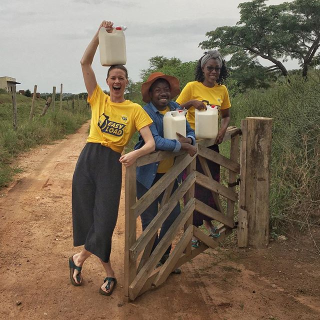 It's a wrap! Our team @faithie_fay @lawrenceokoth @kristinajervell have just finish their field trip to Western Uganda, and are naturally taking home some of the local speciality: fresh milk! Within a 30km radius, the Rushere area supplies 1/3 of all dairy in Uganda. Pretty impressive! 🥛🐄 #dairyfarming #fieldtrip #design #uganda #dwb #westernuganda #farming #milk #cow #research #africa #eastafrica