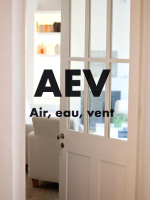 CLASSEMENT AEV - Toutes nos ouvertures bois sont fabriquées sur mesure avec un classement AEV (étanchéité à l'air, à l'eau et au vent).
