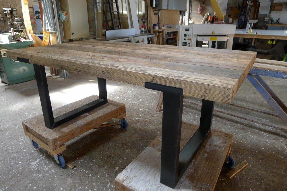 Table en bois de récup et acier