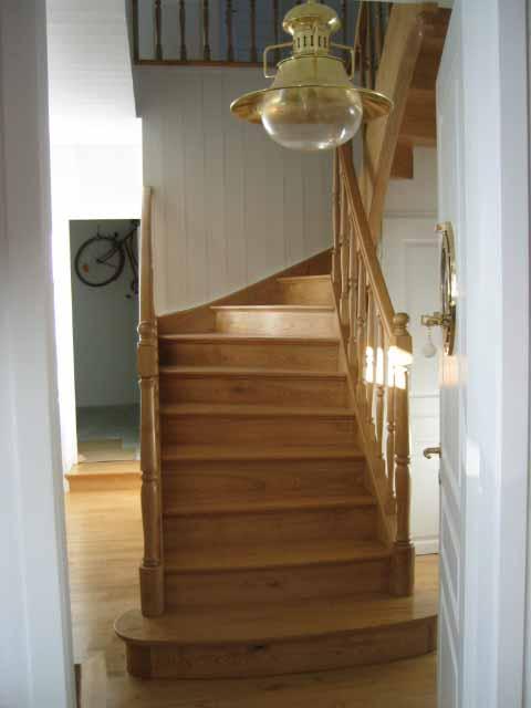Escalier mouluré en chataignier