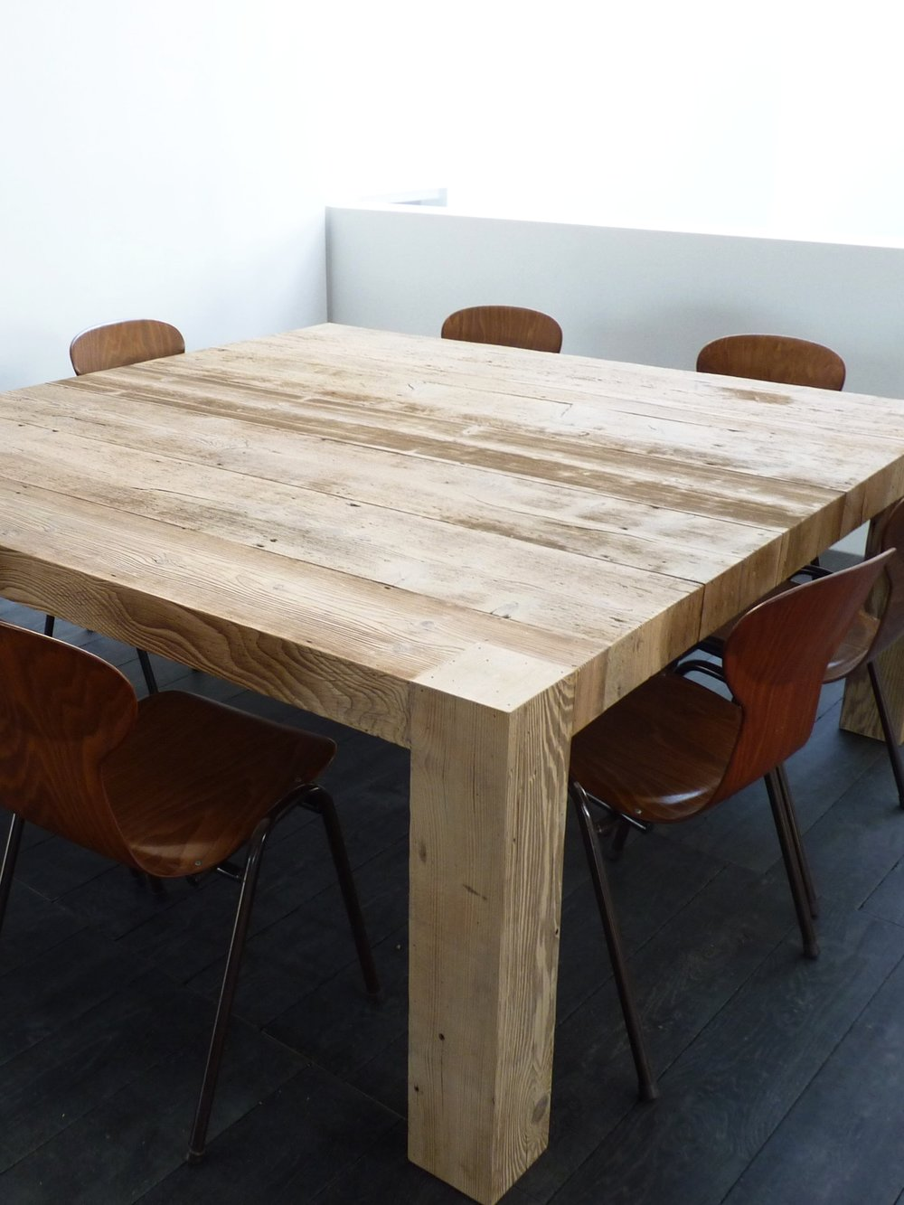 tout STYLE - Traditionnel au contemporain, nous réalisons tous les styles d'ameublement intérieur et extérieur, avec un large choix d'essences de bois :Chêne, Sapin, Frêne...