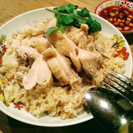 Khao man gai Rice cooked w/ chicken bouillon soup & chicken on top