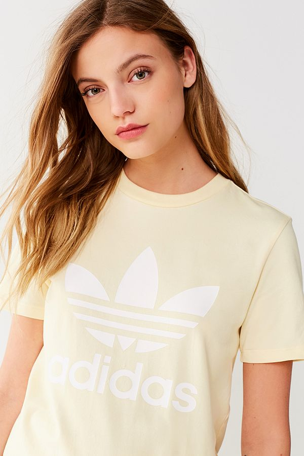 https://www.urbanoutfitters.com/shop/adidas-originals-adicolor-trefoil-crew-neck-tee?category=SEARCHRESULTS&color=072