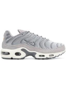 https://www.farfetch.com/ca/shopping/women/nike-air-max-plus-sneakers-item-12738555.aspx?storeid=9462&from=listing