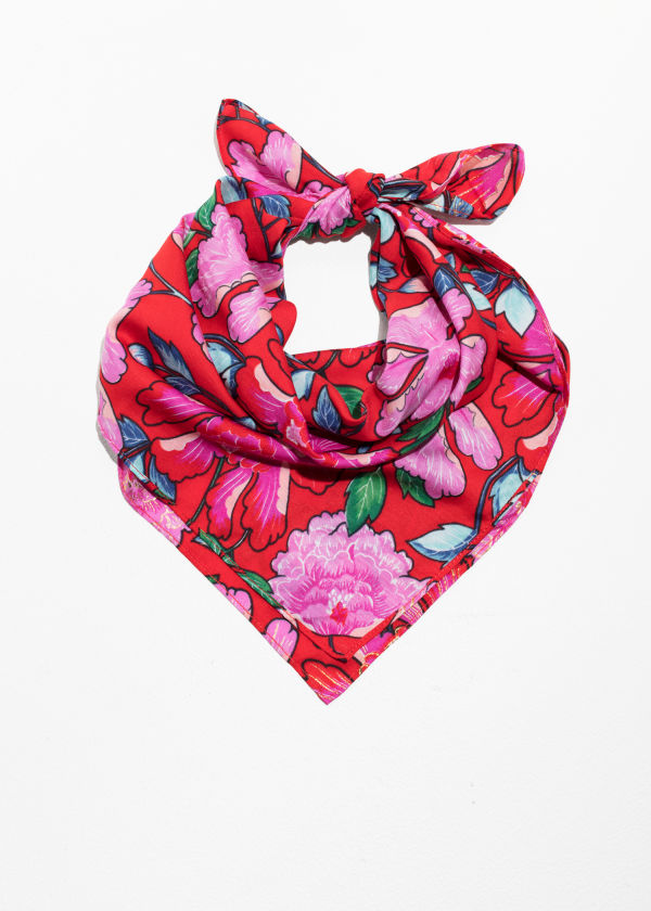 https://www.stories.com/en_usd/accessories/scarves/product.peony-print-scarf-peony-print.0609254003.html