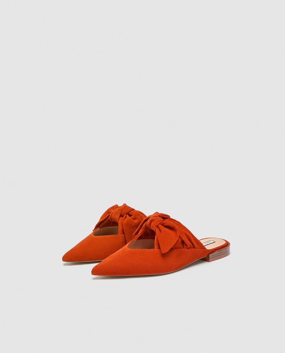 https://www.zara.com/ca/en/leather-mules-with-bow-detail-p13534301.html?v1=5970528&v2=796015