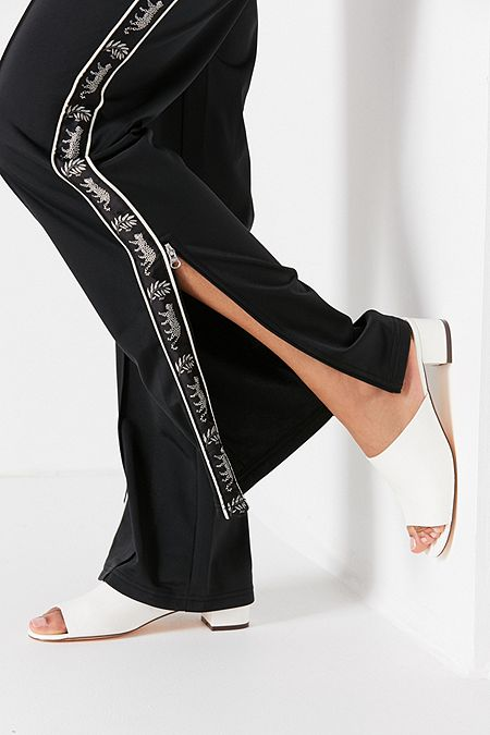 https://www.urbanoutfitters.com/shop/patti-patent-mule-heel?category=SEARCHRESULTS&color=010