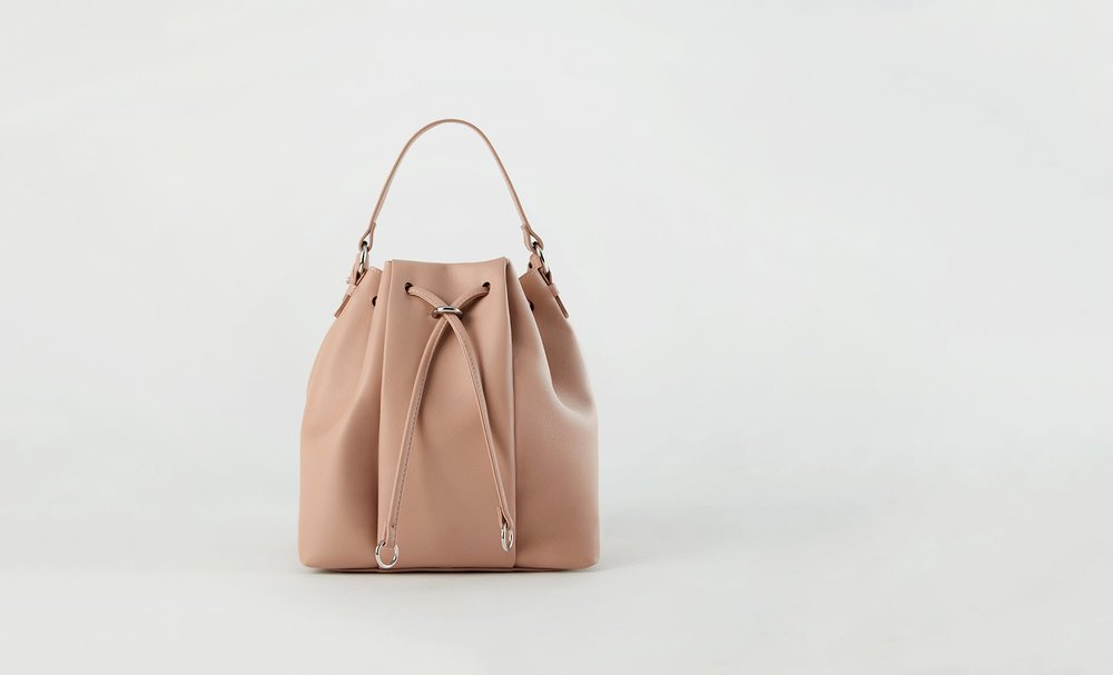 https://www.zara.com/ca/en/monochrome-bucket-bag-p12394304.html?v1=5439010&v2=968875