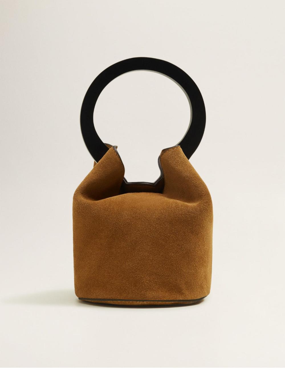 https://shop.mango.com/ca/women/bags-handbags/wooden-handle-leather-bag_33030728.html?c=37&n=1&s=accesorios.accesorio;40,340,440