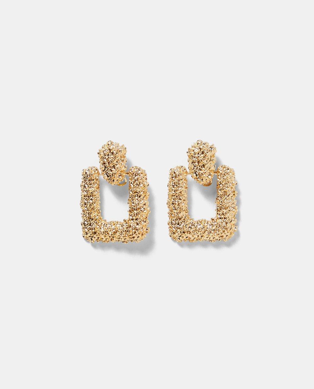 https://www.zara.com/ca/en/textured-earrings-p04319207.html?v1=6450451&v2=1074531