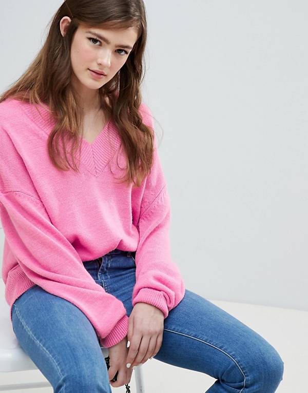 https://www.asos.com/au/asos-design/asos-design-oversized-jumper-with-deep-v-neck/prd/9710834?clr=pink&SearchQuery=&cid=2637&gridcolumn=2&gridrow=2&gridsize=4&pge=4&pgesize=72&totalstyles=1069