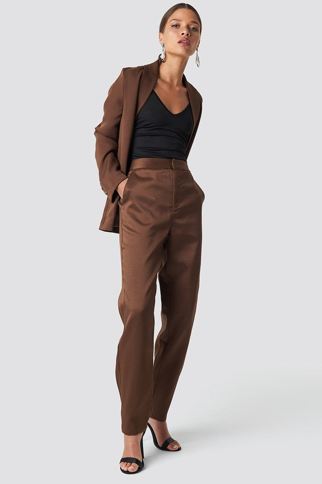 https://www.na-kd.com/en/nakdclassic/fitted-suit-pants-brown