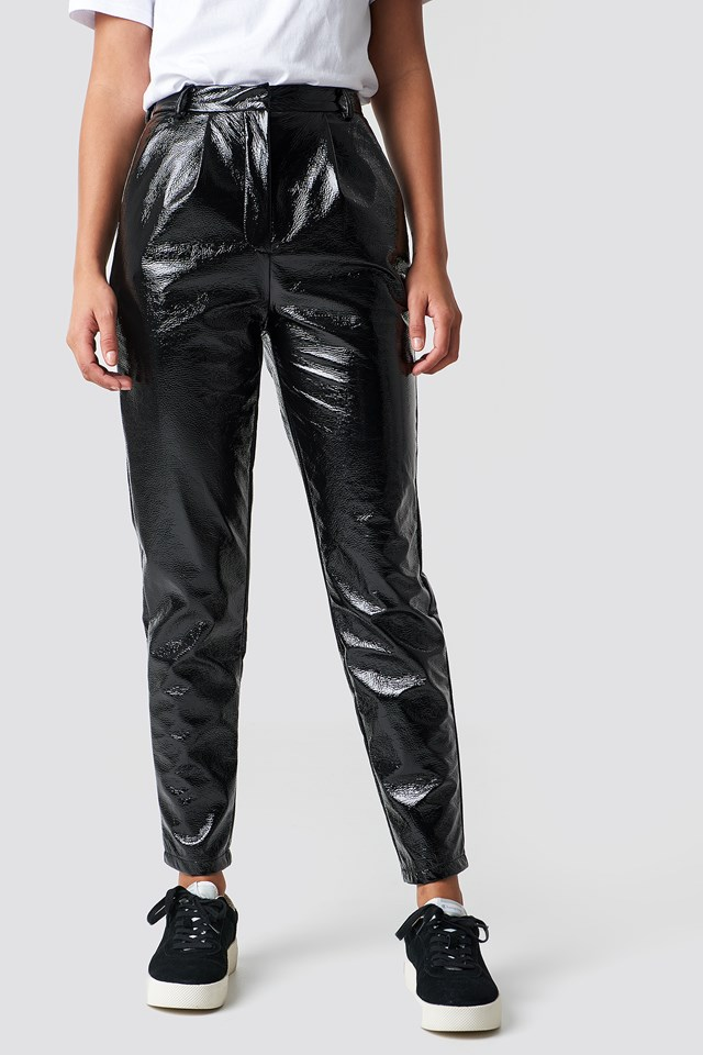 https://www.na-kd.com/en/na-kd-trend/high-waist-patent-pants-black