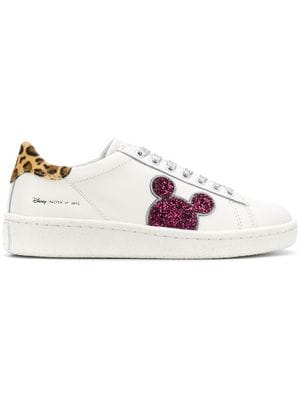 https://www.farfetch.com/ca/shopping/women/moa-master-of-arts-disney-embellished-sneakers-item-13261570.aspx?storeid=9672