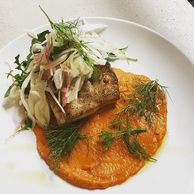 Pan seared cod, roasted red pepper purée, fennel, arugula, pickled red onion. #hudsonvalleyeats #rhinebeck #ediblehudsonvalley