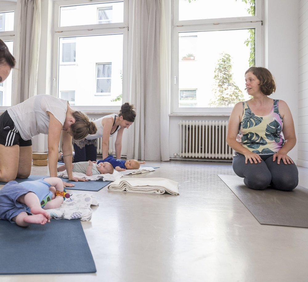 alice - yoga - post-natal 028.jpg
