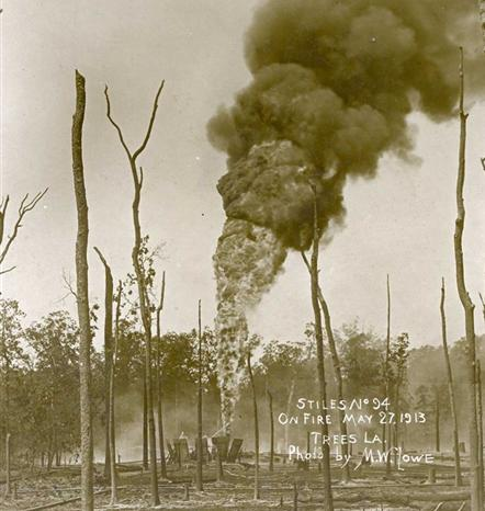 Oil well fire at Stiles No. 94, Trees, Louisiana, 1913