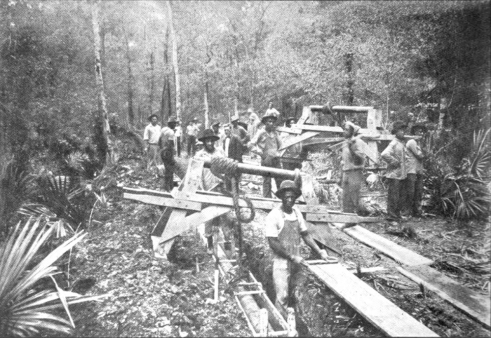 A team of workers retrofitting Standard Oil's North Louisiana pipeline to protect its steel from the soil's natural acidity, 1914