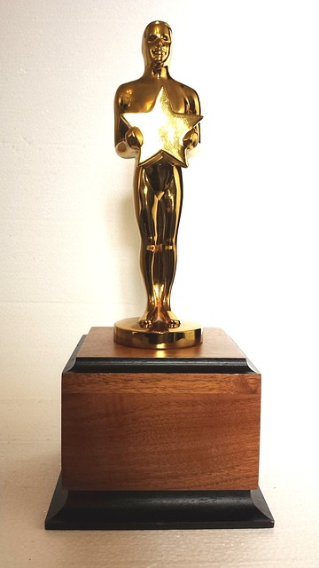 - In anticipation of the Academy Awards Ceremony airing on March 4, film historian Lance Rhoades shares highlights from previous ceremonies, the current nominees, and even his own Oscar predictions!Sponsored by the Friends of the Mercer Island Library.