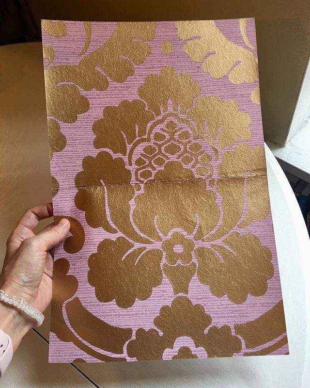✨💜💫#wallpaper #lavender #gold #metallic #damask #annafrench #thibaut