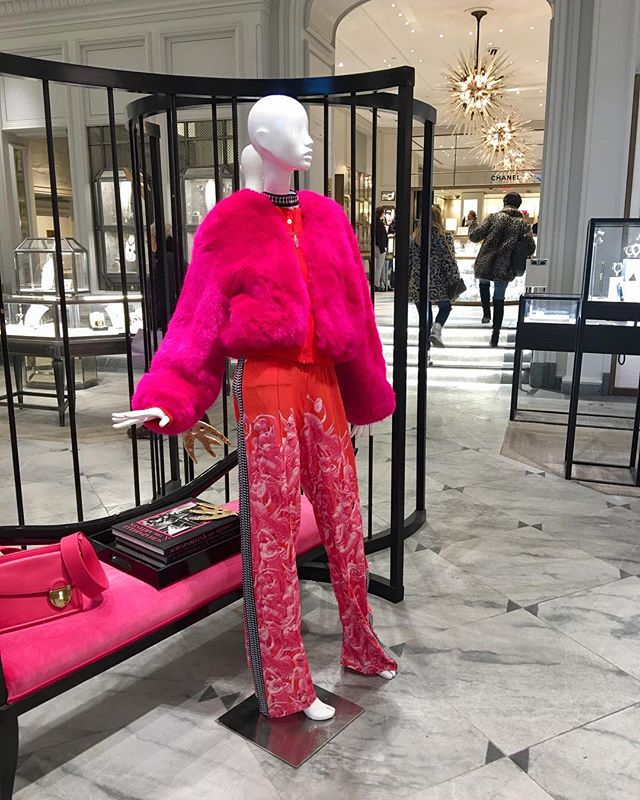 Friday fabulosity-let's get the weekend party started! 💞💃🥂🎈🎉 #fashion #fabulous #friday #workit #hotpink #bergdorfgoodman